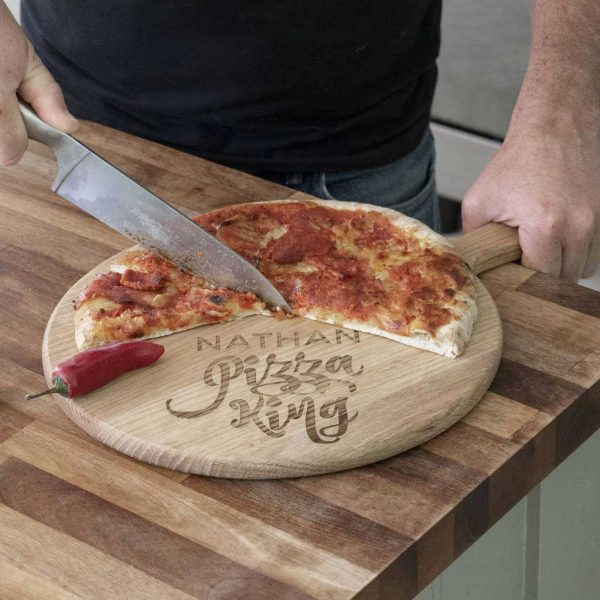 Personalised Pizza Board with Name Laser Engraved above the words Pizza King. Pizza King Pizza Board with Handle & Jute Rope loop hanger.