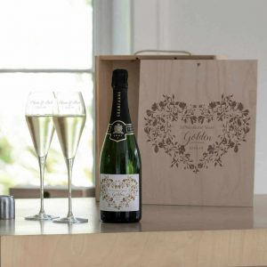 GoGolden Wedding Anniversary Champagne Gift Set - quality bottle of French Champagne, Dated Label, Two Personalised Crystal Glasses & Personalised Gift Boxlden Wedding Champagne & Personalised Glasses Gift Set
