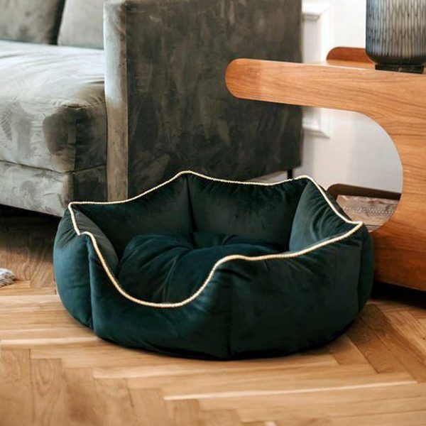 Dog & Cat Pet Bedding - Luxury Crown Dog / Cat Bed. Available in 3 Pet Bed sizes. Crown pet bed suits Dog, Puppy, Cats & Kittens.