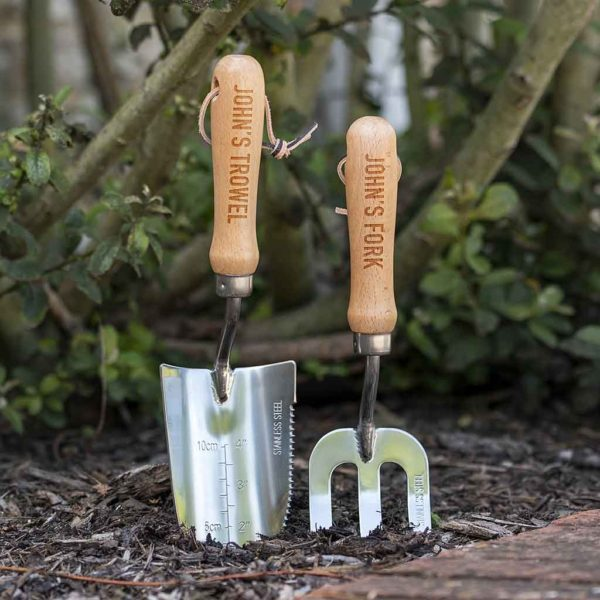 Personalised Garden Tool Set for Gardeners. Personalised Engraving on Fork and Trowel Engraved with up to 15 Letters. Quality Gardening Tools in Cotton Bag.