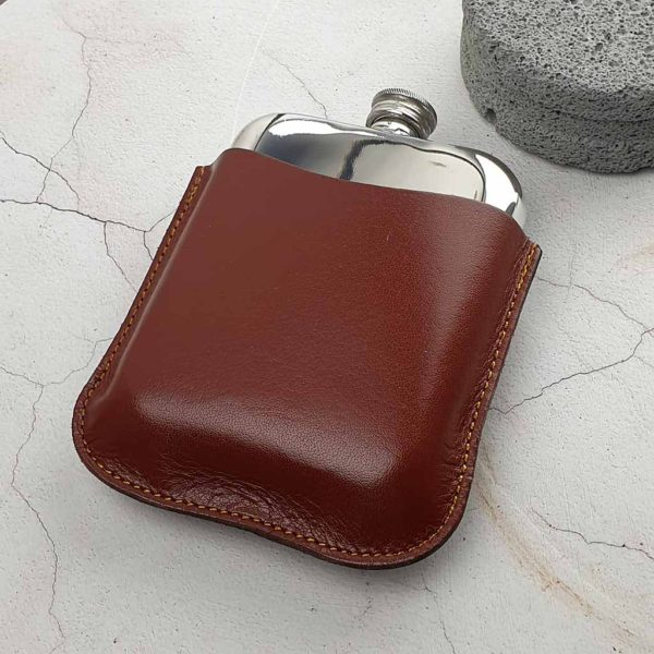 Engraved Hip Flask In Personalised Brown Leather Pouch with FREE Hip Flask & Pouch Engraving. Leather Pouch Hip Flask features Capture Top & Lift-Off Lid Box