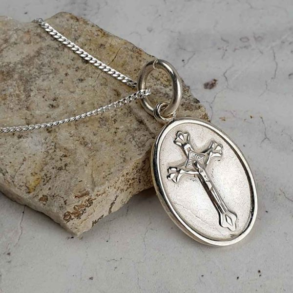 Saint John Of God Silver Medal Pendant on 18inch silver chain. Faith jewellery featuring St John Of God on the front and a Crucifix on the reverse.